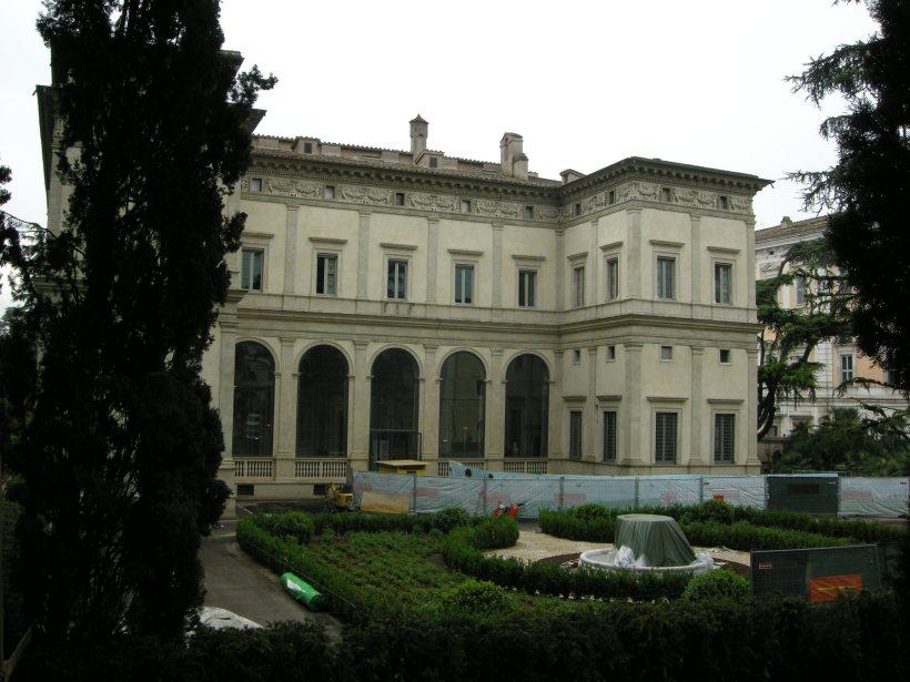 Villa_farnesina_01